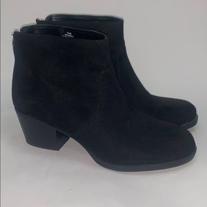 Nine West black ankle boots bolt back zip size 7.5